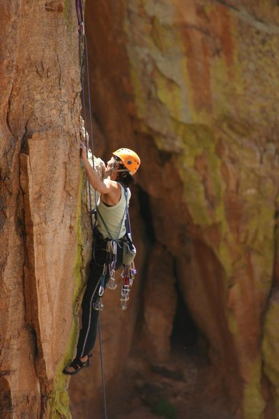 Maite, looking up Bobby Fissure, a great mixed route.