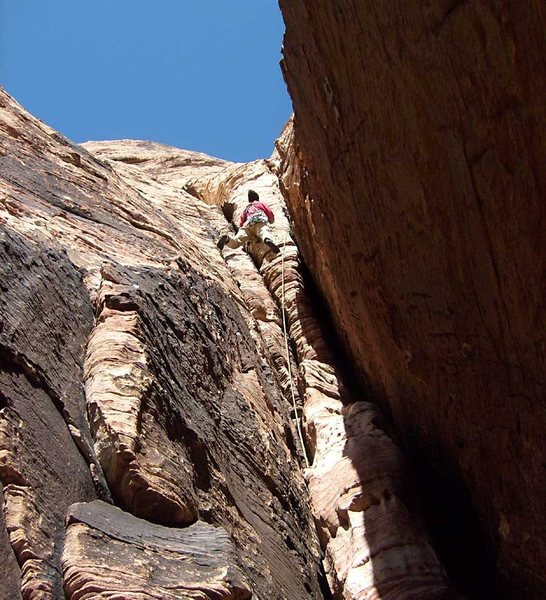 """The decision point on pitch 3 of Ernest Stemmingway.  Left leads to pleasant ramp.  Right leads to an """"offwidth grovel.""""  We went left..."""