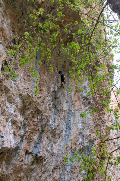 Pete Winter on the ever popular Pinch Fest (5.12b).