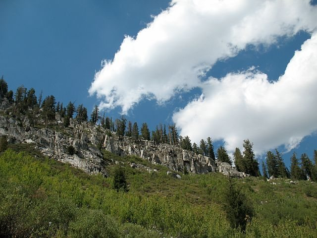 Rock Climbing Photo: Nice clouds drifting high above Lake George, Mammo...
