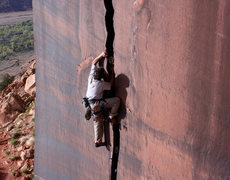 Rock Climbing Photo: Starting up the Serrator
