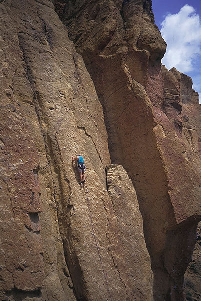 Rock Climbing Photo: Nearing the first pitch anchor ledge.