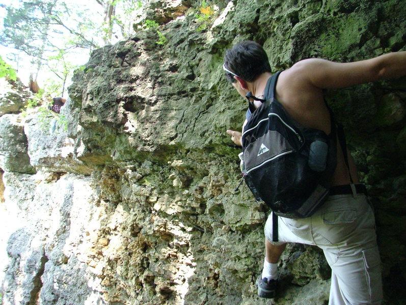 Rock Climbing Photo: Scott Begins a crusty traverse under Ozzie's Point