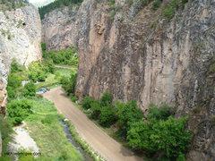 Rock Climbing Photo: G3 on right & Feline Parking lot on left.