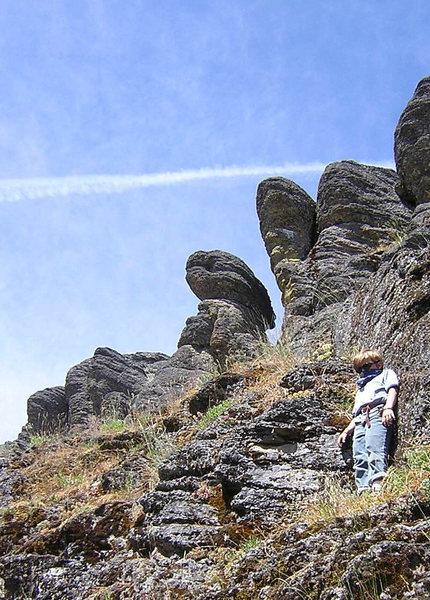 Alien midget climber guarding the secret,,,,albiet chossey spot