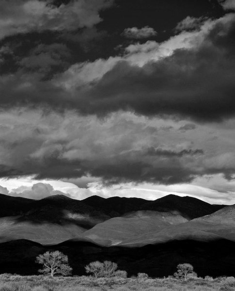 Shadows and light on the White Mountains