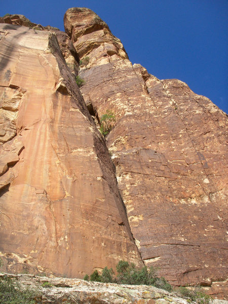 Rock Climbing Photo: The route from the ground.  The sweeping roof on t...