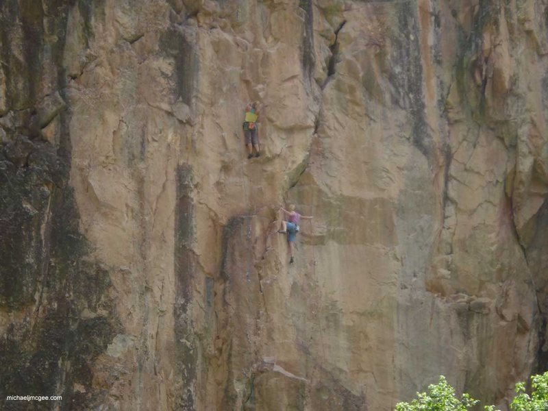 Rock Climbing Photo: Vai (R).