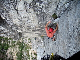 Jeff Crow on the second pitch of Hospital Corner. Photo: Annie from Bishop.