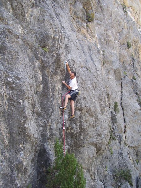 Rock Climbing Photo: DK enjoying the small pockets as he moves left twa...