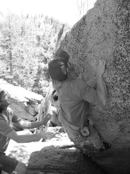 Rock Climbing Photo: Moving to the top on Vulpecula (V2), Tramway.