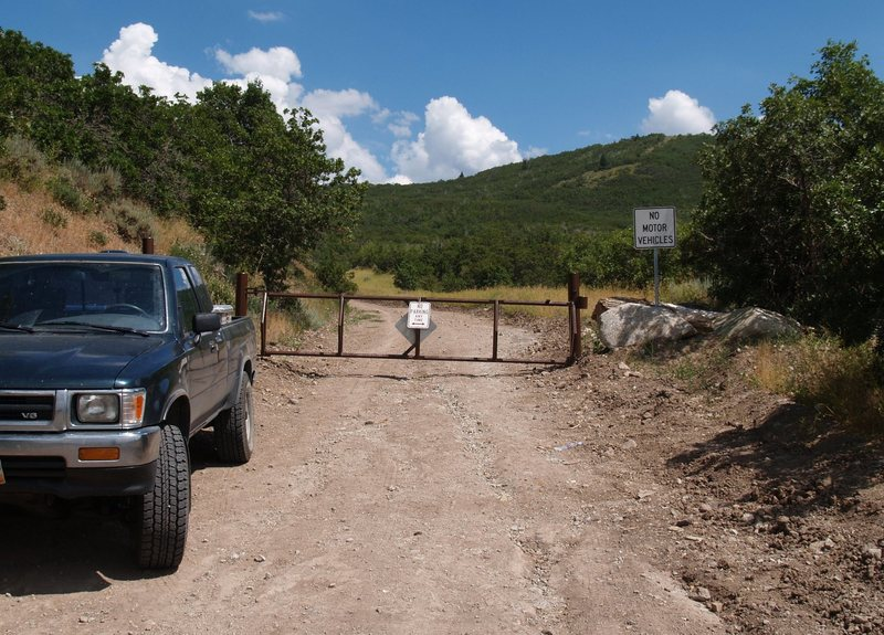 This is where the hiking starts for the Jacobs Ladder trail. The parking area is about 100 feet back down the road.<br> <br> (elevation 5,700', GPS = N40.49398 W111.81595)