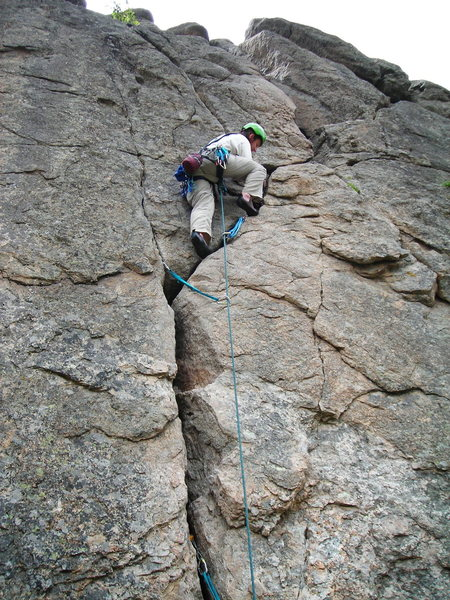 Wow that crack is fun, and with the thousands of hands wearing it down, it is quite smooth! An Excellent Empor finish should be the avenue of exit for any North Facing Cob Rock Route.
