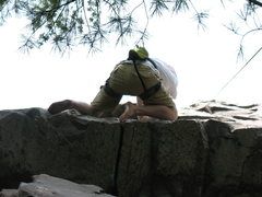 Rock Climbing Photo: Chris barefoot climbing Roger's Roof.   Nice toe j...