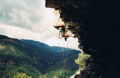 Rock Climbing Photo: Todd Kearns cleaning Smoke on the Water's crux....