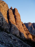Rock Climbing Photo: Cathedral Wall from Loch Vale in early morning. Zo...