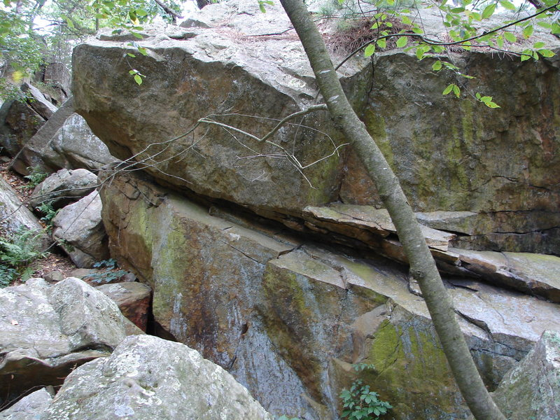 Rock Climbing Photo: Boulders are everywhere.