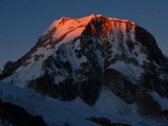 Rock Climbing Photo: Ranrapalca at sunrise from Ishinca.
