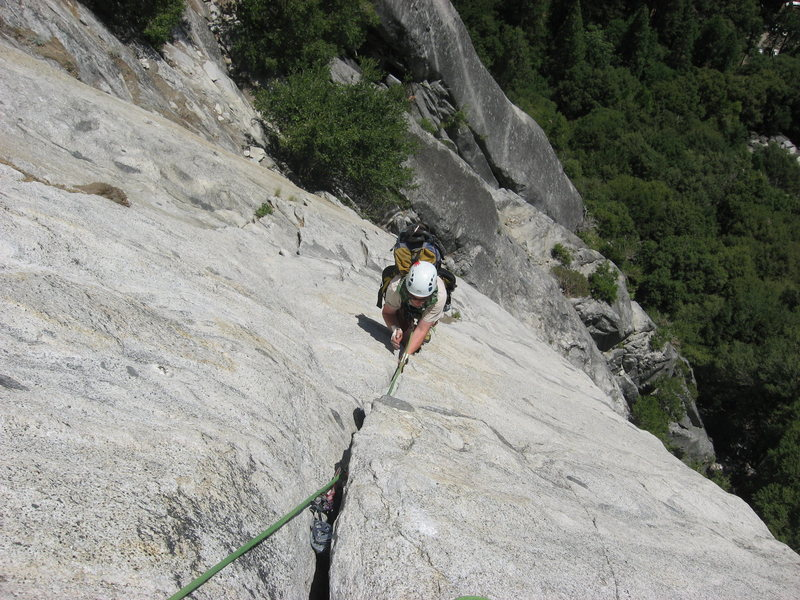 Mark Griffin crankin the 3rd pitch of Super Slide, Yosemite