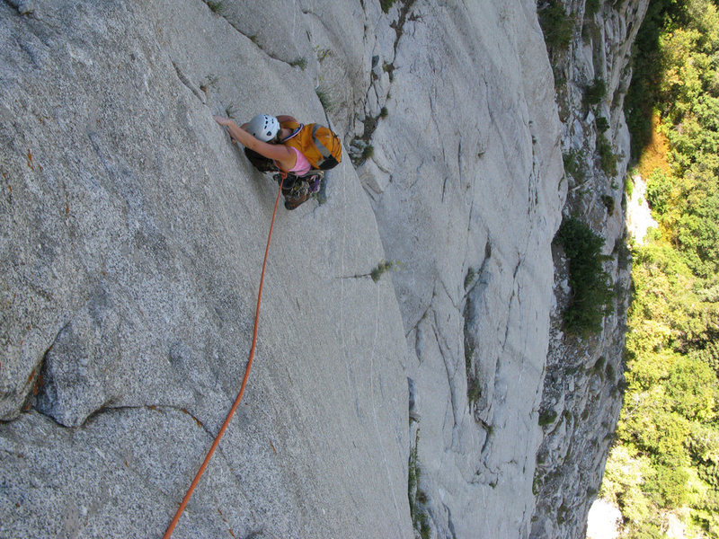 Maura climbing classic LCC cracks on pitch 2 of House of Cards.
