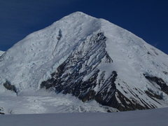 Rock Climbing Photo: Mt Crosson - the route climbs the obvious ridge ju...