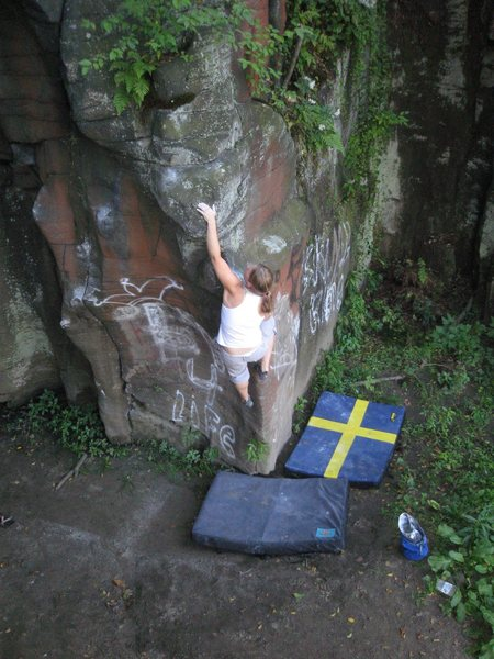 Rock Climbing Photo: Sofi working a new line @ Moss Island
