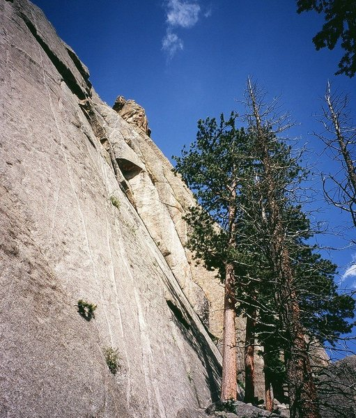 'Howling At the Wind' (5.11a) follows a large left-facing corner up to a roof, then left through the roof and pas laybacks to a right-leaning crack system.