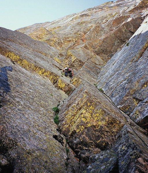 Rock Climbing Photo: Jason Haas starts off on P1 of Storm Riders on Hal...