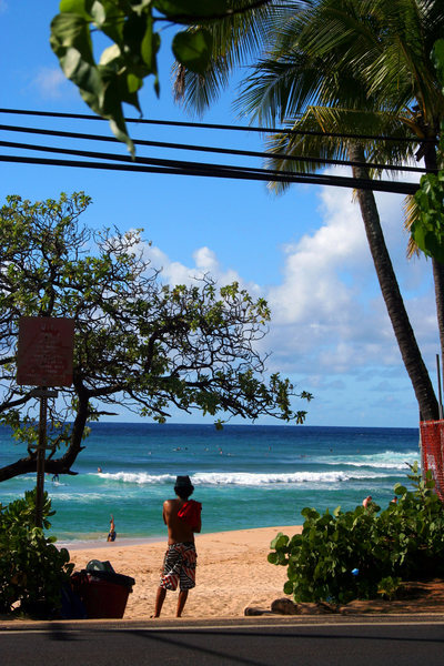 Rock Climbing Photo: Watching the surfers at Chuns Reef North Shore Haw...
