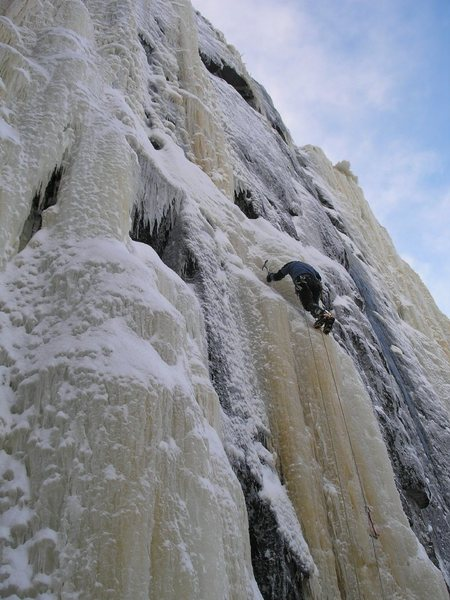 Rock Climbing Photo: Moderate climbing low on the Cakewalk.  Photo: Eri...