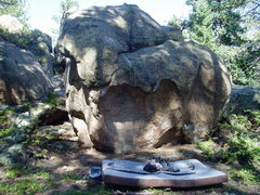 Rock Climbing Photo: Bonsai boulder. Crash pad and accoutrements for sc...