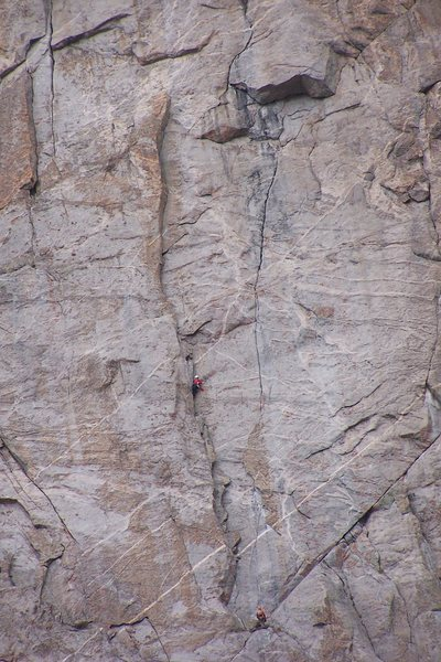 Rock Climbing Photo: Climbers on pitch 2.  Pitch 3 finishes up the corn...
