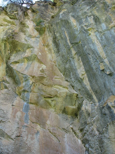 Rock Climbing Photo: Bloody Corner- Follows the crack between the red a...