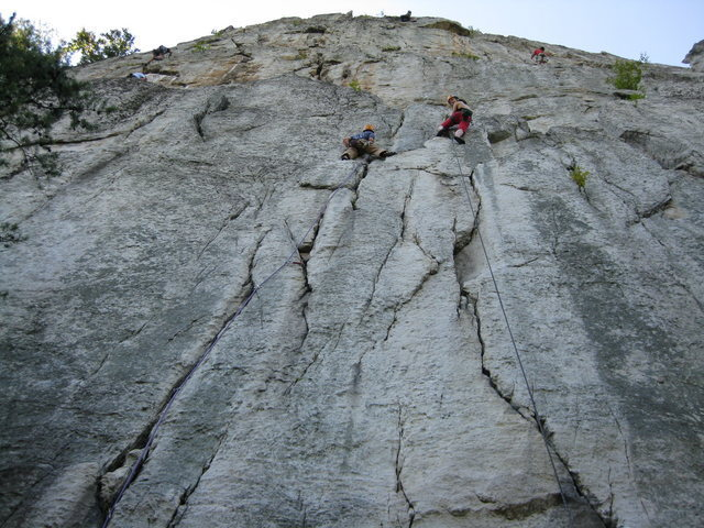 Climbers on the twin cracks of Castor and Pollux