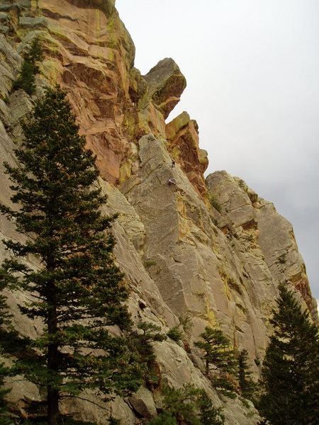 The large, left-facing corner of Eagle's Bier with unknown climbers on Lifestream.