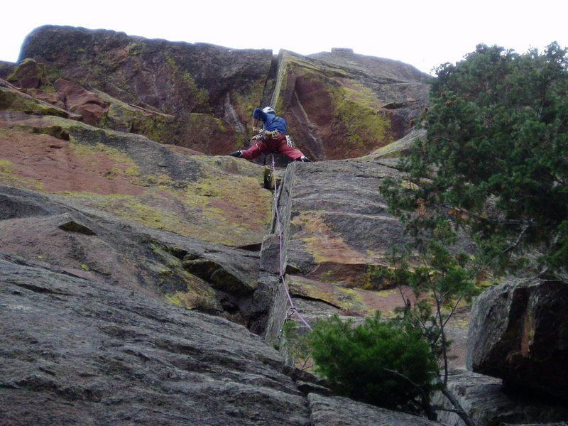 Rock Climbing Photo: Approaching the roof. The roof looked grim, and I ...