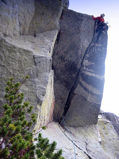 "Rock Climbing Photo: The ""Colchuck Reality"" roof."