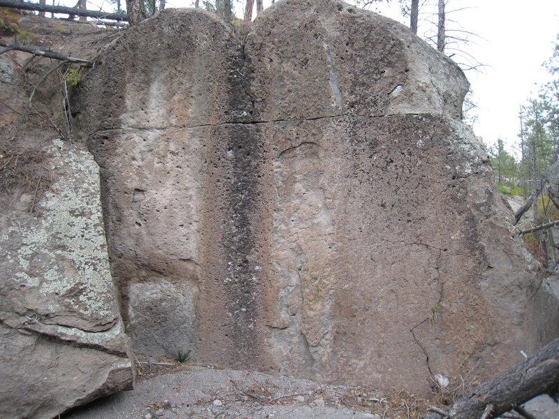 Rock Climbing Photo: Unknown boulder 50 yds upstream from Knob Goblin B...