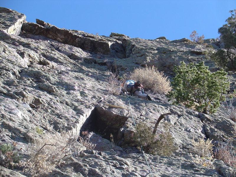 Scott climbing just above the rectangular cutout on p1 of Juniper Overhang (Nov. 26, 2006).