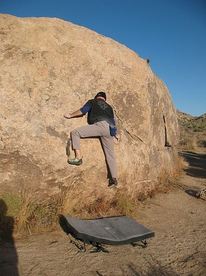 Rock Climbing Photo: Mid-crux on Voyager (V2), Joshua Tree NP