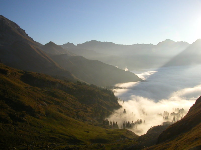 The view from Ofen down into the cloud-covered Melchtal valley.