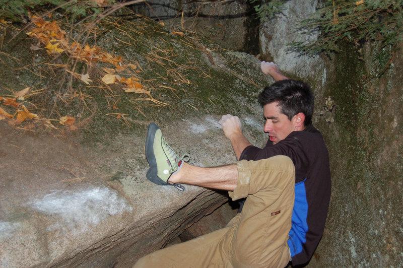 Rock Climbing Photo: Traversing the lip.