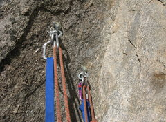 Rock Climbing Photo: This anchor is about 10-20 feet shy of the old 1/4...