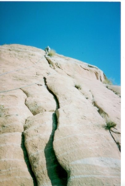 Rock Climbing Photo: The starting flakes of Good Moki Mojo.