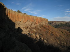 Rock Climbing Photo: The sun setting on the cliffs at Sugarite State Pa...