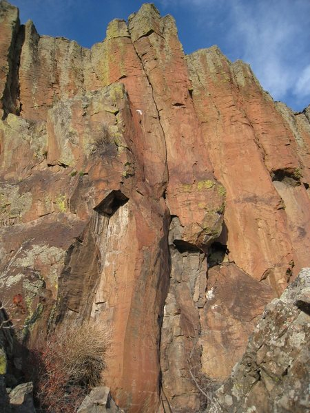 Rock Climbing Photo: The obvious crack in the center of the photo is S&...