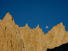 Rock Climbing Photo: Moonset on the Muir Crest.