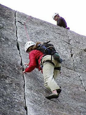 Caroline Duell on the classic 5.8 fingers pitch of Gemini Cracks (Hammer Dome)