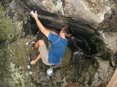 Rock Climbing Photo: FA of Streaked Roof V4, Sandwich Notch, NH