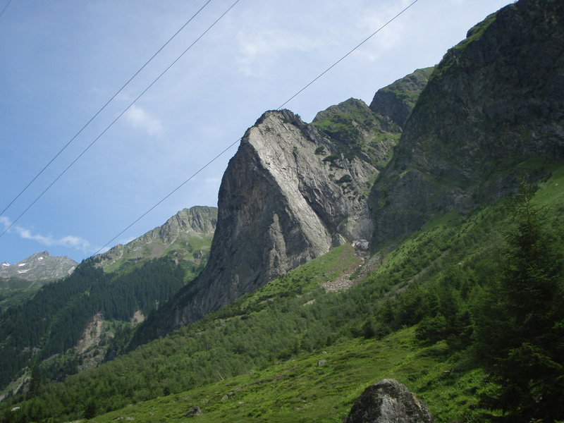 The Mittagfluh from the Grimsel pass road.